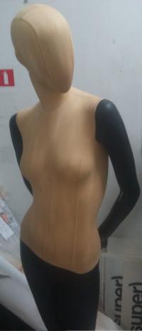 Манекен женский черно-золотой портновский-матовый.