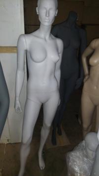 женский серый манекен